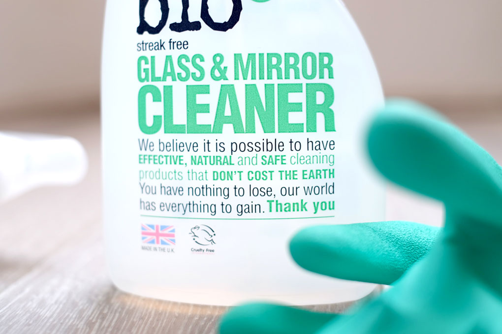Natural glass and mirror cleaner