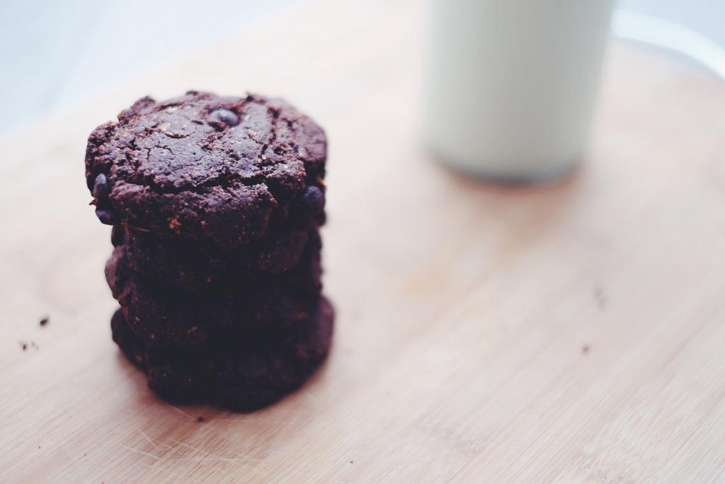 Vegan gluten free cookies with milk