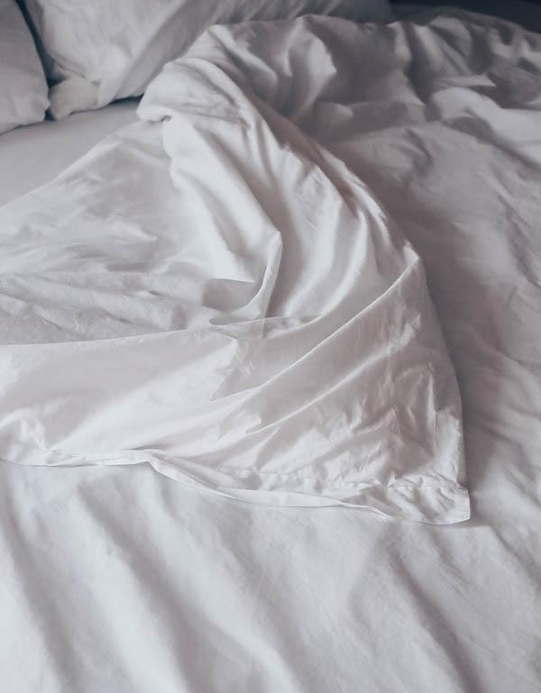 White sustainable cotton bedding